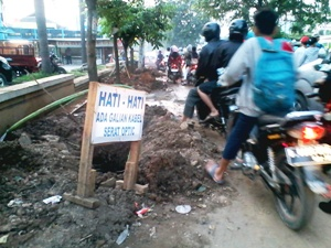 "Galian ""Fiber Optic"" Bikin Macet"