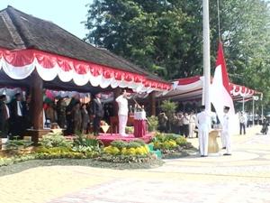 Rahmat Effendi Pimpin Upacara HUT RI di Alun-Alun Kota Bekasi