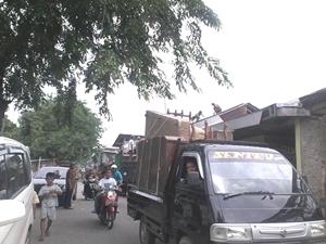 Bangunan Liar di Lahan PJT Kecamatan Medan Satria dibongkar