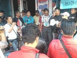Politisi PAN  Kroyok Wartawan Bekasi