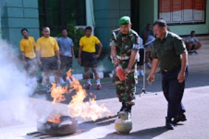 Demonstrasi Pemadam Kebakaran di Korem 051/Wijayakarta