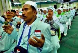 Ratusan Calon Jemah Haji Bekasi Tertipu