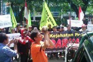 """KPU Kota Bekasi Lakukan kecurangan""Rombongan Caleg Demo KPUD Kota Bekasi"