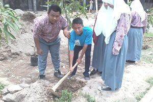 CSR PT.IPPI untuk Tanam Pohon diSMKN 5 Kota Bekasi