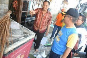 Pjs Walikota Bekasi Tinjau Warga Korban Banjir Kampung Lebak