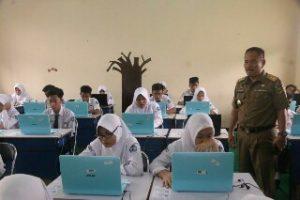 Pj Walikota Bekasi pantau pelaksanaan UNBK di SMPN 2 dan SMPN 4