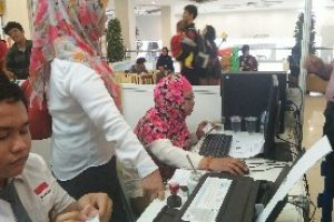 Ratusan Orang Cari Lowongan Kerja di Jobfair Bekasi